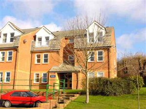 A one bed apartment situated on the West side of High Wycombe £625pcm